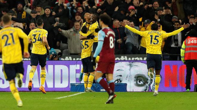 El Arsenal celebra uno de sus goles.