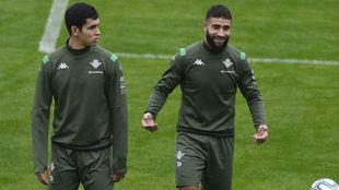 Mandi, con Fekir en un entrenamiento