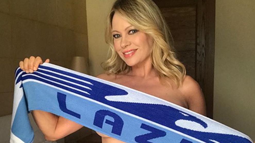 Serie A: Italian actress Anna Falchi strips naked for