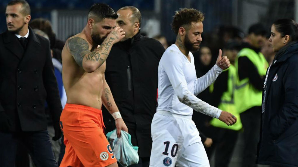 Delort, tras Neymar.