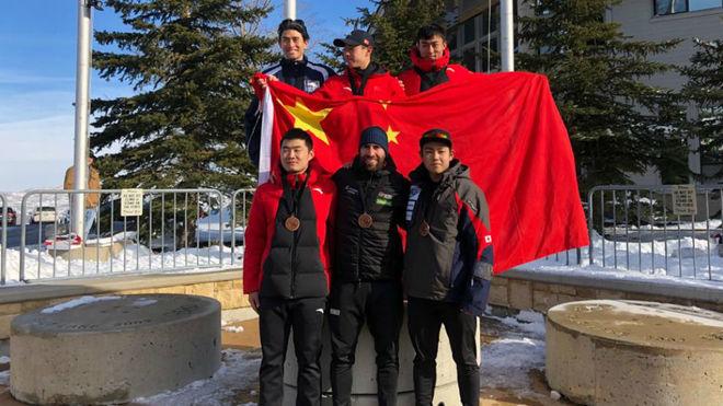 Ander Mirambell, en el podio con los otros cinco integrantes del Top 6...