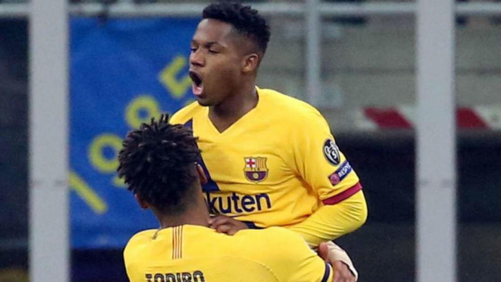 Ansu Fati celebra un gol con Todibo