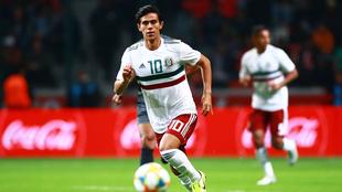 Macías en un partido de la selección mexicana.