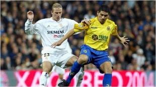 Beckham le quiere 'robar' la pelota a Riquelme en un Real...