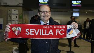 José Castro, en el aeropuerto de Sevilla.
