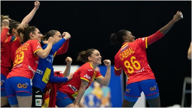Cabral hace un selfie tras una victoria de España /
