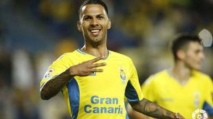 Viera celebra uno de sus goles al Numancia.