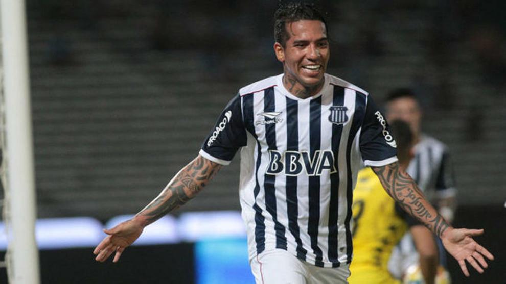 Dayro Moreno festeja su gol