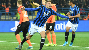 Castagne celebra su gol al Shakhtar Donestk
