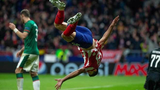 Felipe celebra el gol que marcó con una acrobacia.