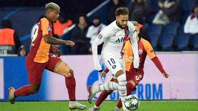 Neymar, en momento del partido ante el Galatasaray.