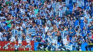 Los jugadores realistas celebran un gol en el Reale Arena.