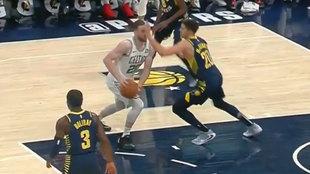 McDermott golpea a Hayward en la cara