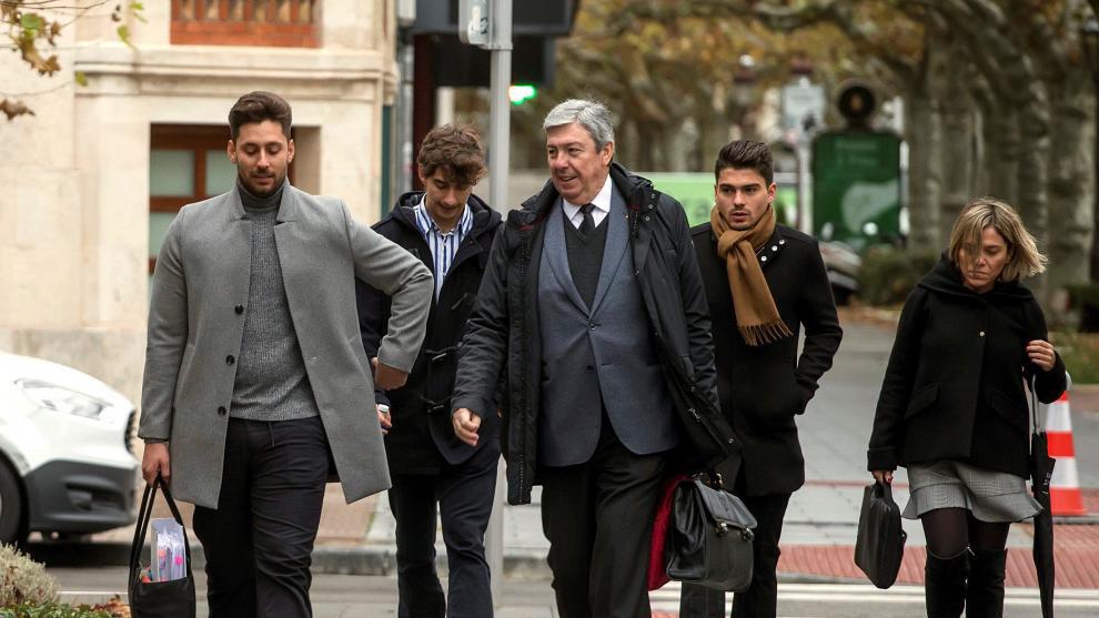 Caso Arandina: Víctor Rodríguez, Carlos Cuadrado y Raúl Clavo con sus abogados llegando a la Audiencia