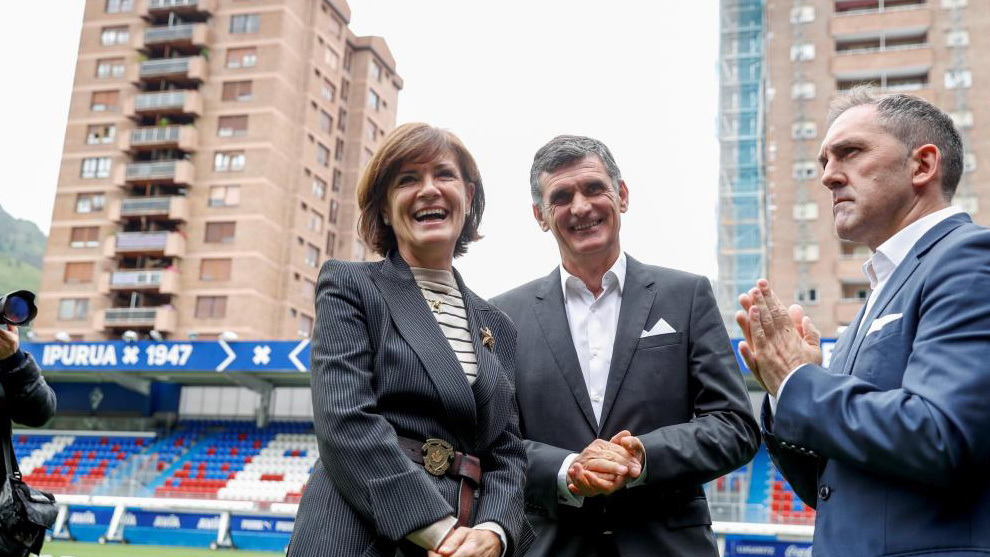 Amaia Gorostiza, presidenta del Eibar, junto a Mendilibar