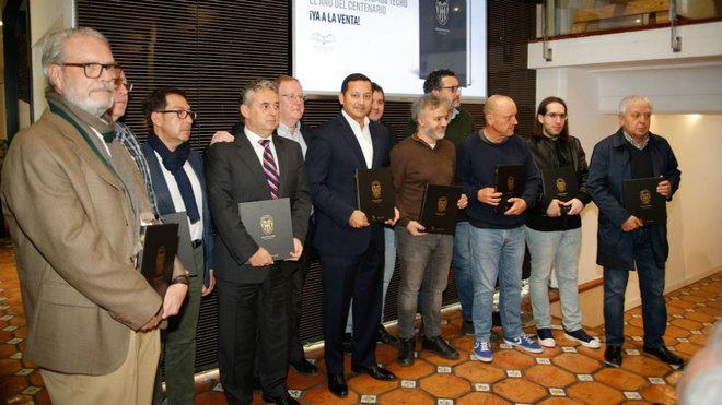 Los escritores del segundo libro del Centenario.