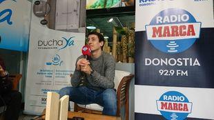 Oyarzabal, durante la entrevista con Radio MARCA Donostia en las...