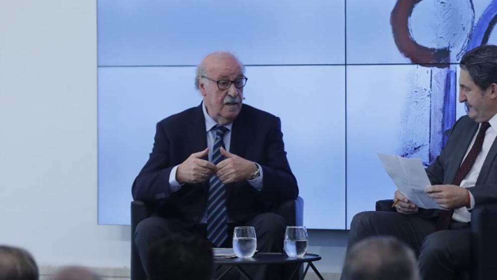 Vicente del Bosque en el charla por el 90 aniversario de 'ABC Sevilla'