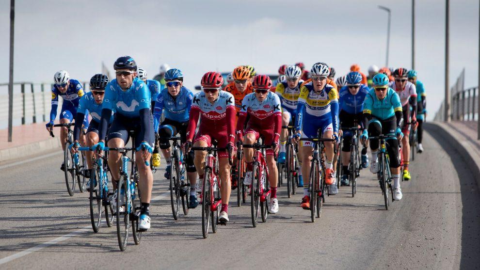 Una instantánea del pelotón durante una edición de La Vuelta a...