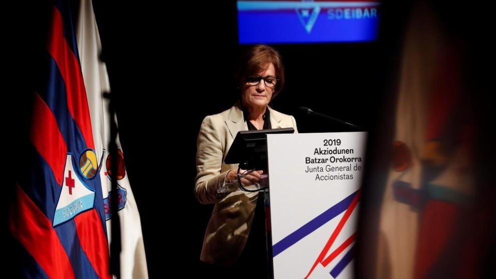 La presidenta del Eibar, Amaia Gorostiza, durante su intervención en la Junta de Accionistas.