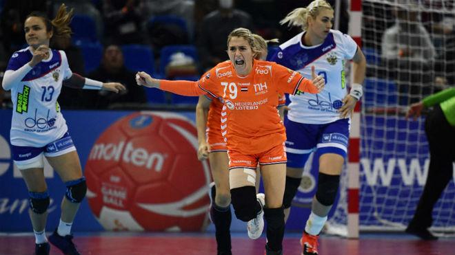La holandesa Estavana Polman celebra un gol ante Rusia en su semifinal...