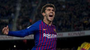 Aleñá, celebrando un gol con el Barça