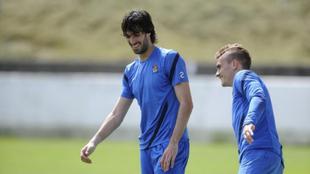 Carlos Martínez y Antoine Griezmann en la Real Sociedad.