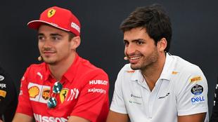 Charles Leclerc y Carlos Sainz en rueda de prensa.