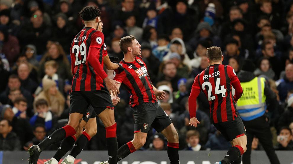 Dan Gosling y sus compañeros celebrando su tanto ante el Chelsea.