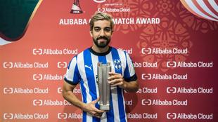 Pizarro recibió el premio al MVP del partido.
