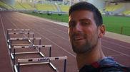 Djokovic, delante de las vallas del Estadio Louis II de Mónaco