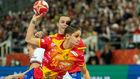 Alicia Fernández desborda a la defensa de Holanda en la final.
