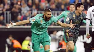 Courtois y Benzema celebran el definitivo 1-1.