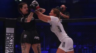 Georgia Harrison ganó a Ashley Marie en el combate de MMA (Artes...