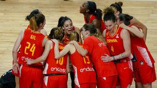 Las jugadoras de la selección femenina celebran un triunfo.