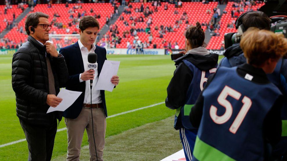 Fabio Capello, en el césped de San Mamés como comentarista de un...