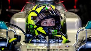 Valentino Rossi, en el asiento del Mercedes.