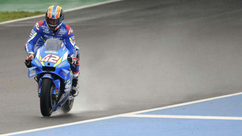 Rins, el pasado 26 de noviembre en Jerez, con el prototipo de la nueva...