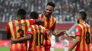 Los futbolistas del Esperance celebran un gol