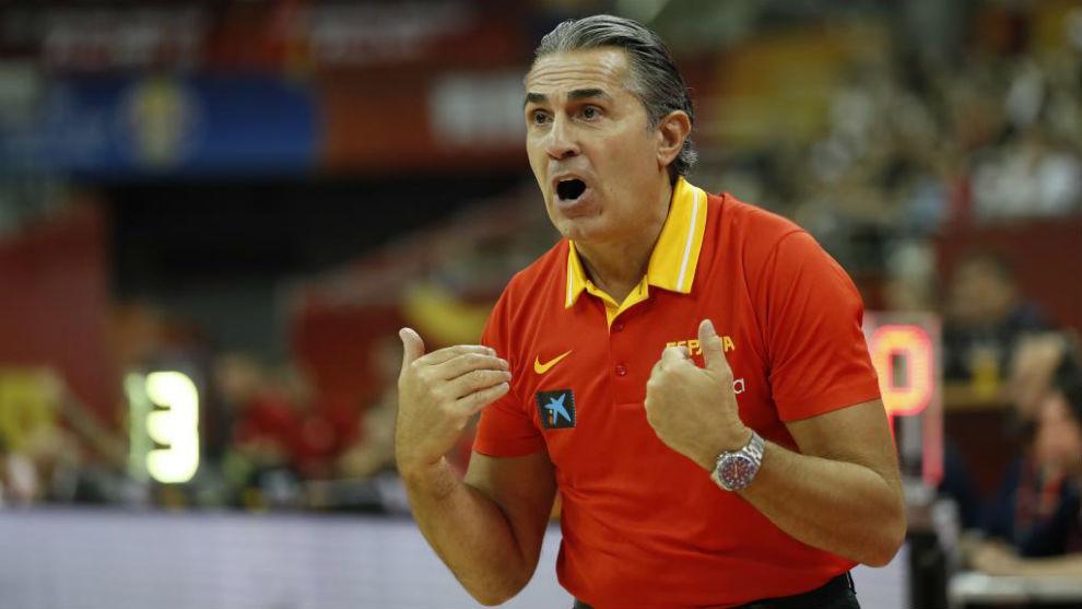 Sergio Scariolo gesticula durante un encuentro de la selección.
