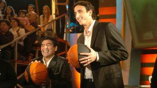 Diego Armando Maradona y Manu Ginobili, en un programa de televisión.