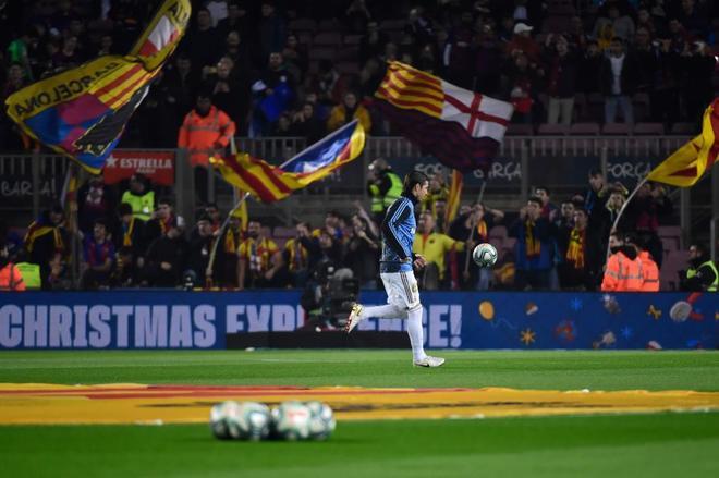 Sergio Ramos calienta.