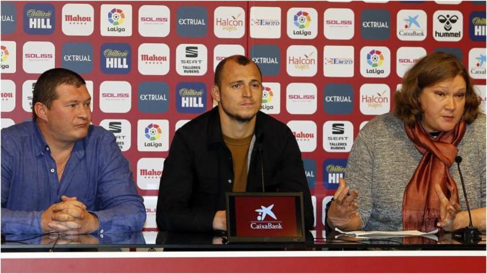 Zozulia, durante la rueda de prensa que dio hoy en Albacete, junto a...