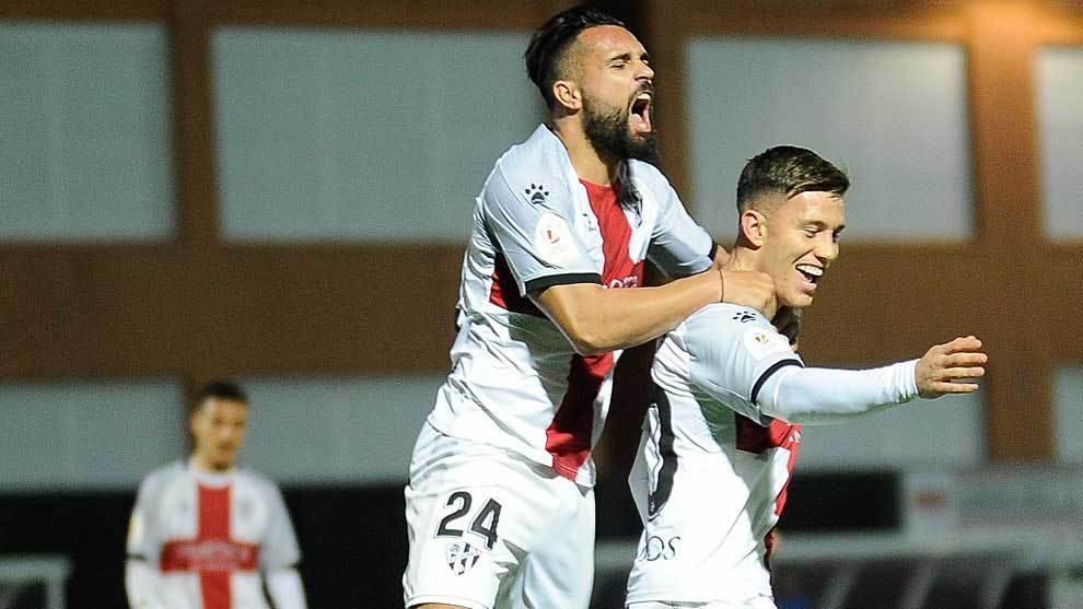 Ivi celebra con Cristo González el gol del triunfo en San Lorenzo
