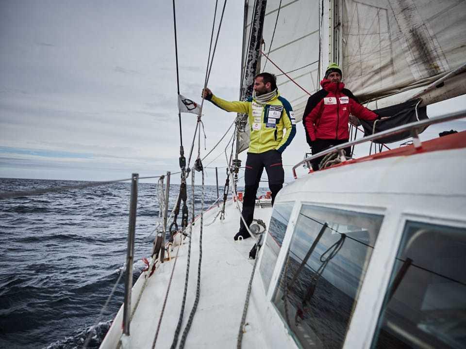Alex Txikon, en la cubierta del velero.