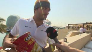 Carlos Sainz, con su lata de jalapeños.