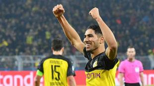 Achraf celebra un gol marcado con el Dortmund esta temporada.