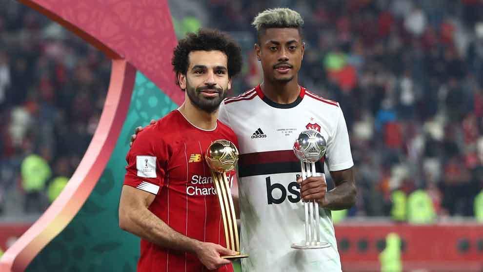 Salah y Henrique posan con sus galardones