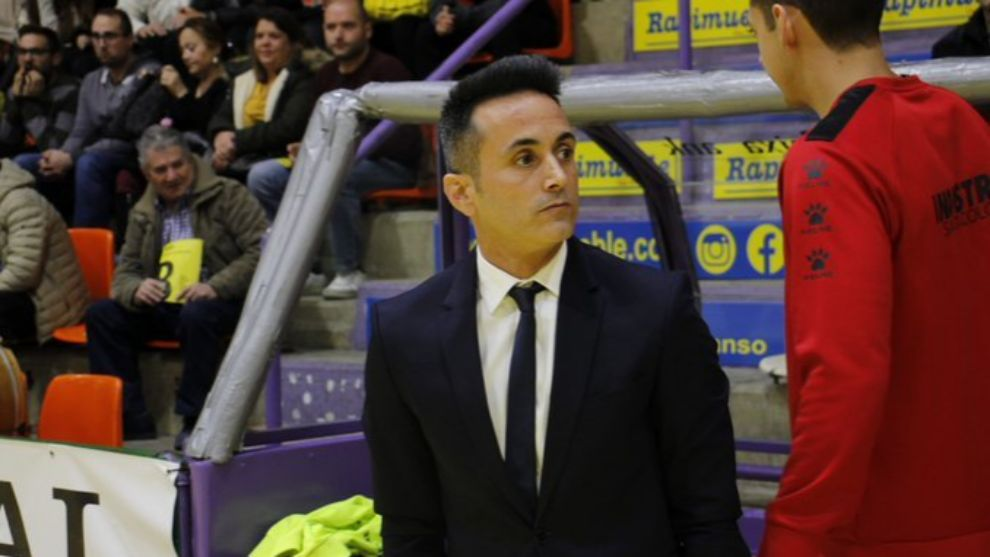 Óscar Redondo (45) durante un partido con Industrias Santa Coloma.