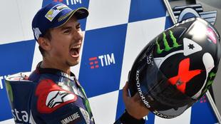 Jorge Lorenzo celebra uno de sus triunfos con Yamaha.